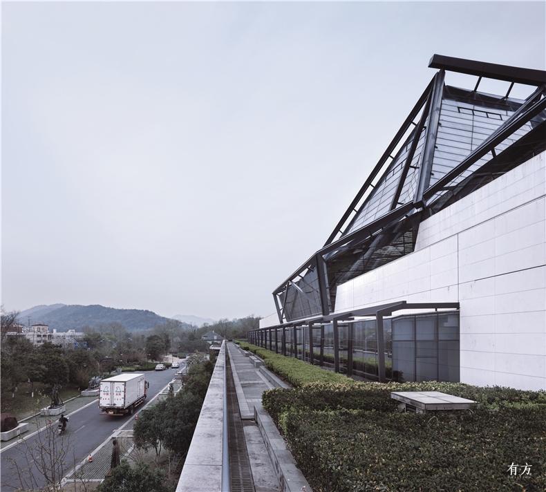现代材料与技术及现代审美共同表达独特的江南建筑文化特点 Photography Yao Li