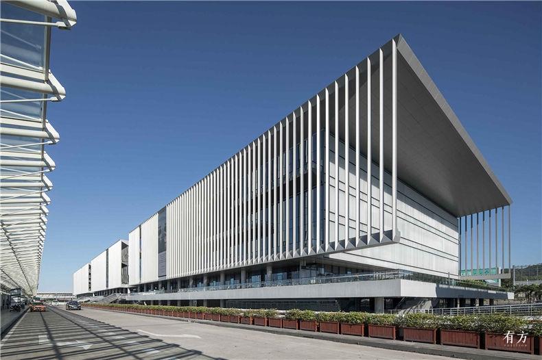 三亚凤凰国际机场停车楼综合体