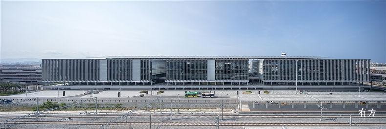 三亚凤凰国际机场停车楼综合体 2