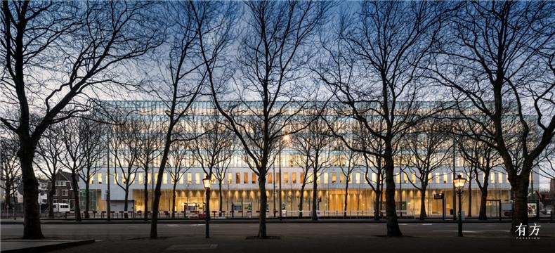 01荷兰最高法院北立面和前面的树林