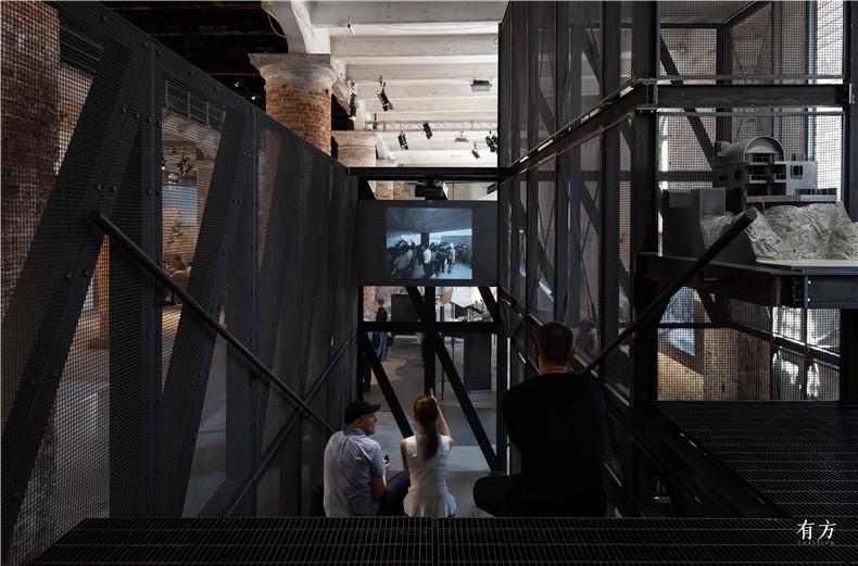 11从二层平台看向纪录片投影Projection Screen View from Upper Level Floor