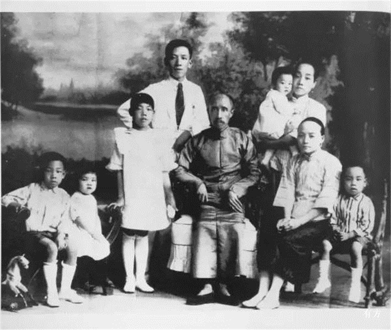 100张照片回顾贝聿铭的100岁人生02 贝氏全家福前排左一为贝聿铭