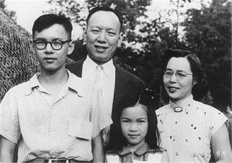 100张照片回顾贝聿铭的100岁人生03 贝聿铭年少时与家人的合影