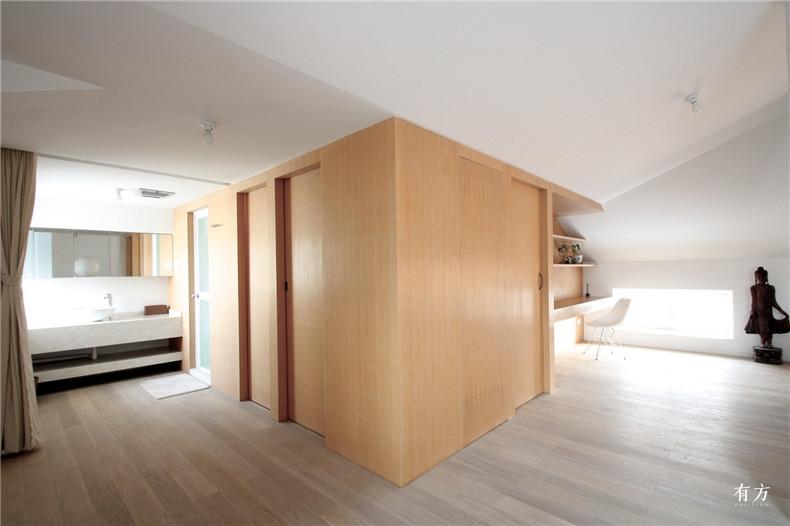10-Bright Room