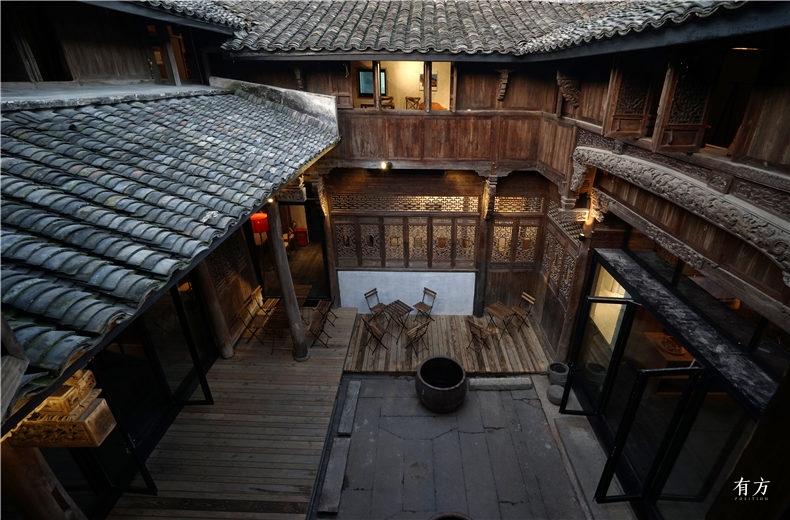 07从楼上看景松堂中庭  摄影张雷建筑事务所