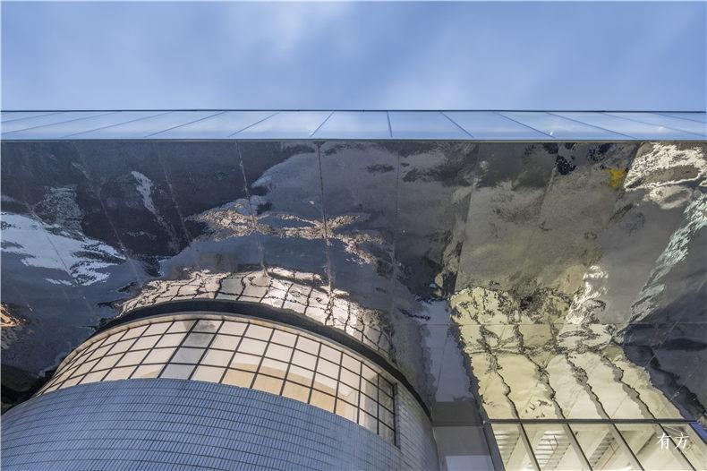 与艺术家展望合作的云梯底板 大舍建筑设计事务所