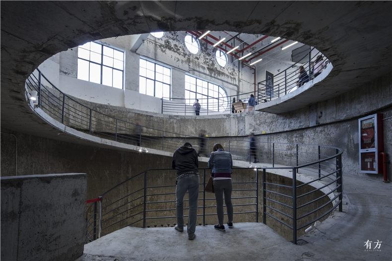 连接顶层的螺旋坡道 大舍建筑设计事务所