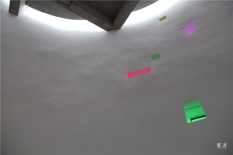 墙体上大小不一的方孔2