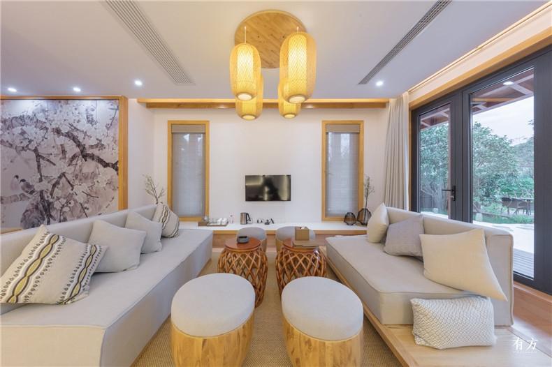 室内通过浅色的加拿大枫木营造出自然而不造作的和式屋院2