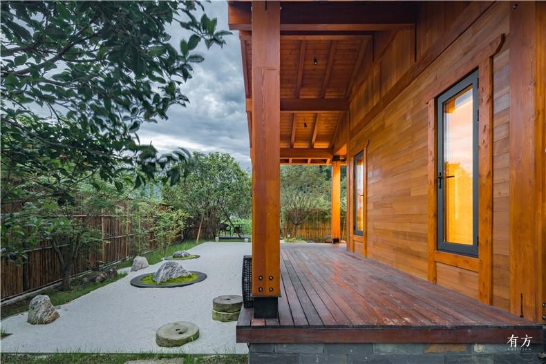 美式别墅使用了太平洋花旗松这是一种北美最大的树种3